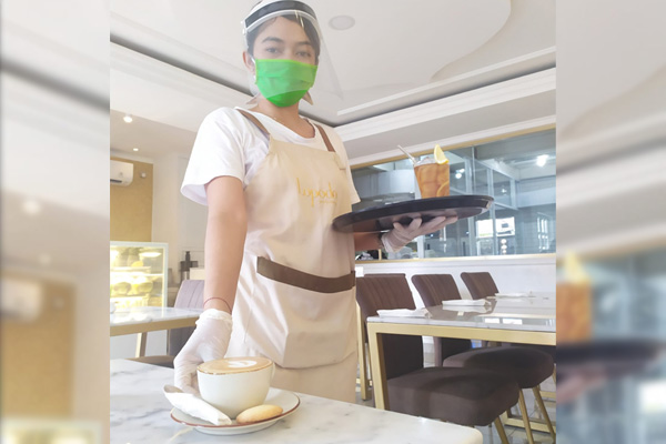 personal protective equipment for waiter